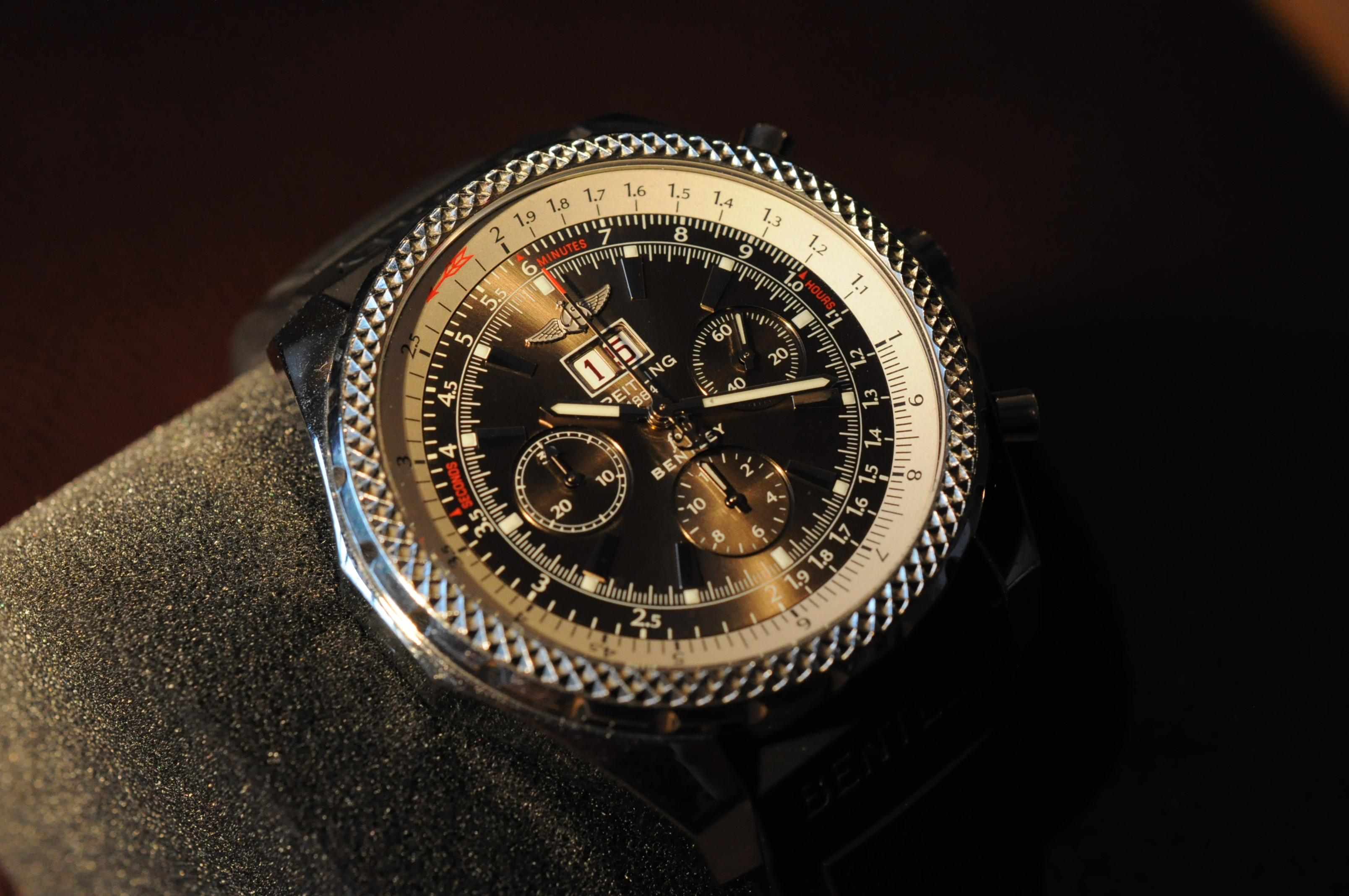 Этот подвиг был впоследствии повторен еще четырежды: цена на часы breitling, безупречное качество и роскошный дизайн соответствуют премиум-классу.